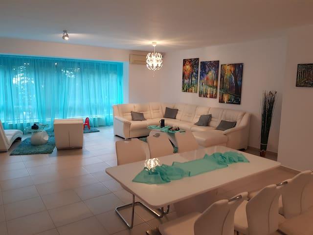 Sara Turquoise Apartment