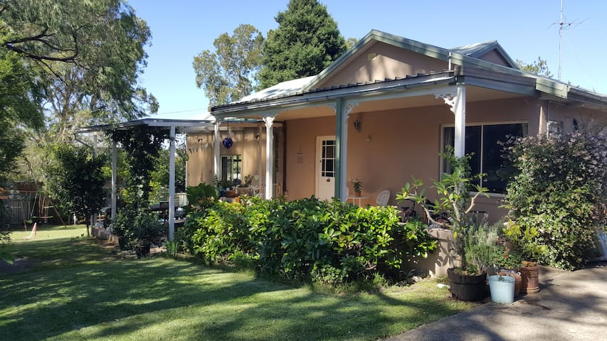 Wonderful family home on Sydney's Northern Beaches - Allambie Heights - Casa