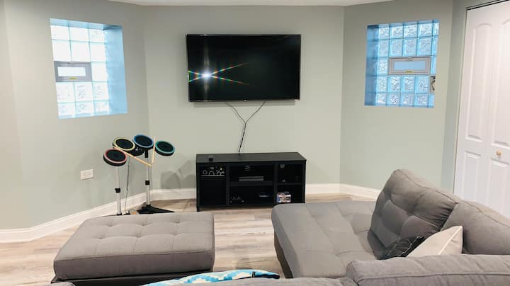 Home Away From Home! Clean and Gorgeous 5 BD/2 BA