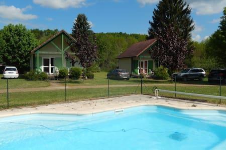 Chalet avec piscine au calme - Cravant - Alpehytte