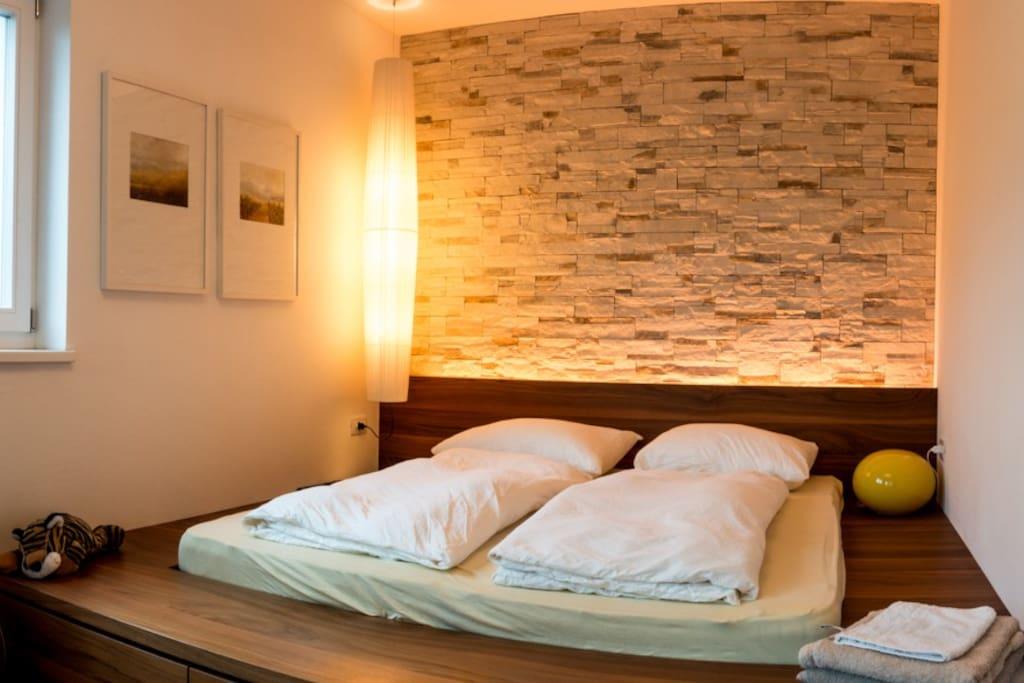 .. 1. schlafzimmer mit doppelbett