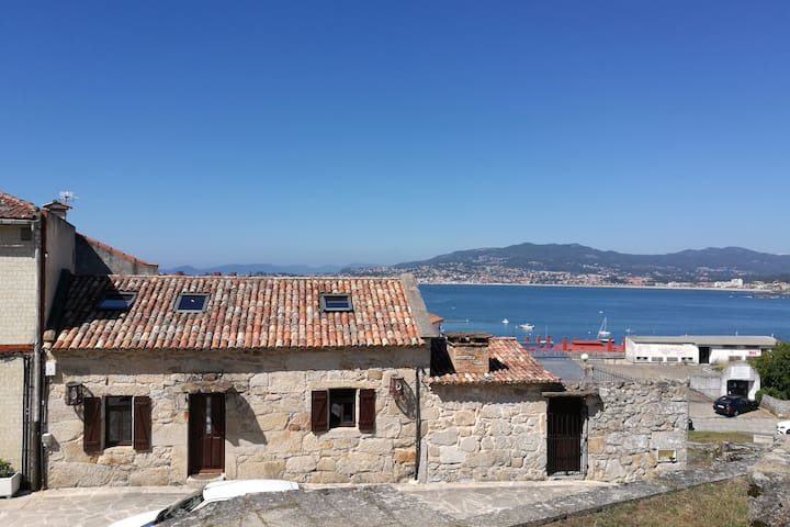 Cozy stone cottage overlooking the Bay of Baiona