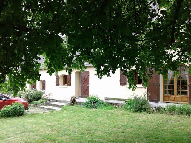Gîte spacieux  capacité 12 per - Saint-Cyr-la-Rosière - Huis