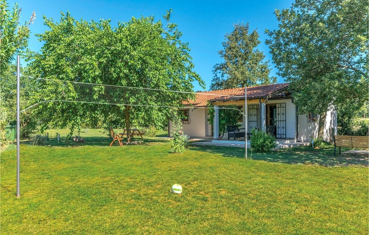 Beautiful home in Loborika with WiFi and 2 Bedrooms