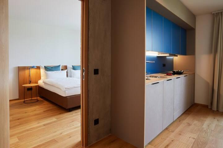 Sternen Bohlingen Aparthotel, (Singen), Familien-Apartment Schienerberg, 65qm, 2 Schlafzimmer, 1 Wohn-/Schlafzimmer, Balkon, max. 6 Personen