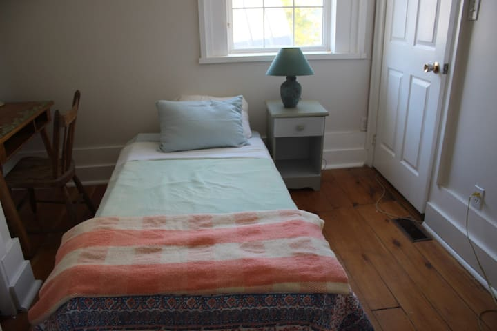 Single Bedroom, Portland on the Rideau
