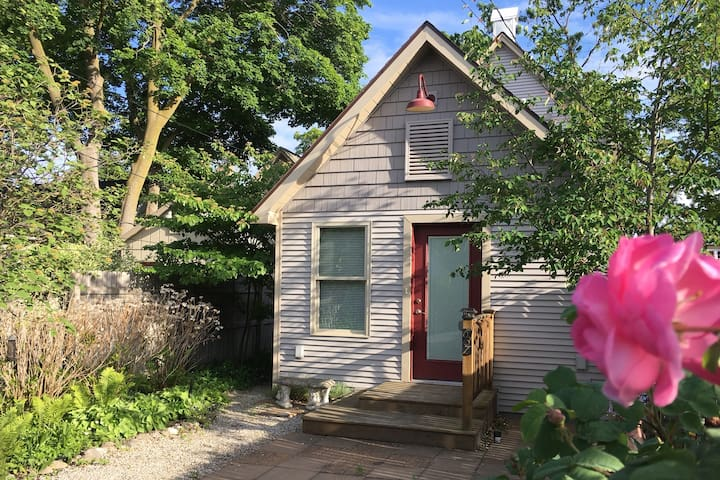 2 Bedroom, 2 bath, whole house, close to downtown