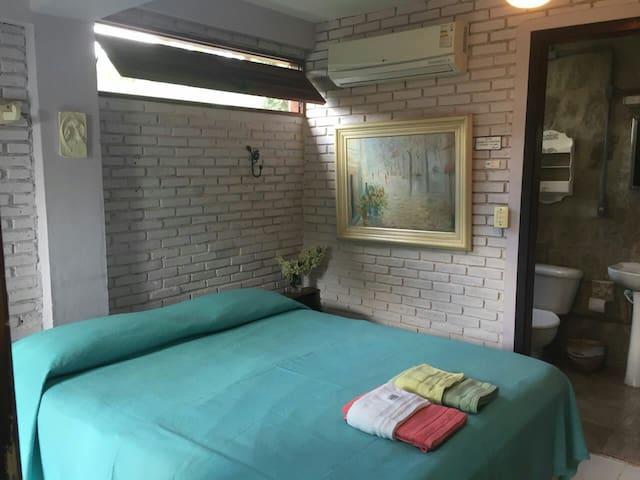 Guest House em Ilhabela - Suíte Castelhanos!