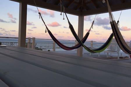 Caye Caulker Beach Hotel best view around! - Bed & Breakfast