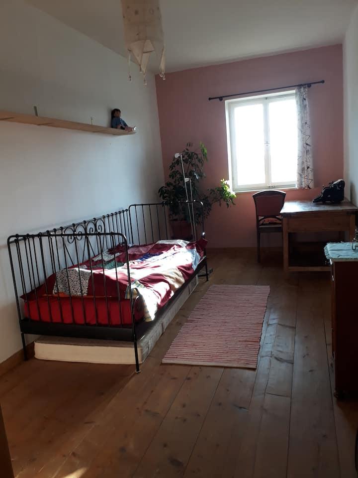 Zimmer im  historischen Pfarrhaus in Penzing