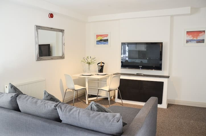 Modern 1 bedroom apartment close to Penzance town