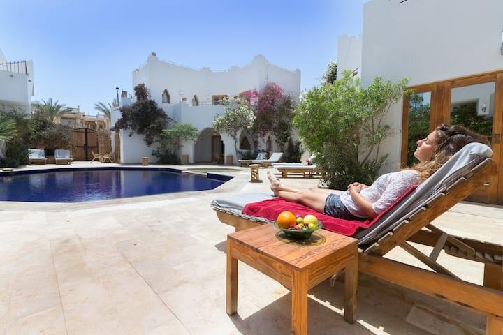 Red  C Villas: Poolside Studio Apartment