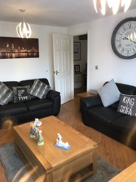 Single room for rent in a quiet area of Neston