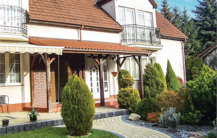 Semi-Detached with 4 bedrooms on 160 m² in Grzybowo