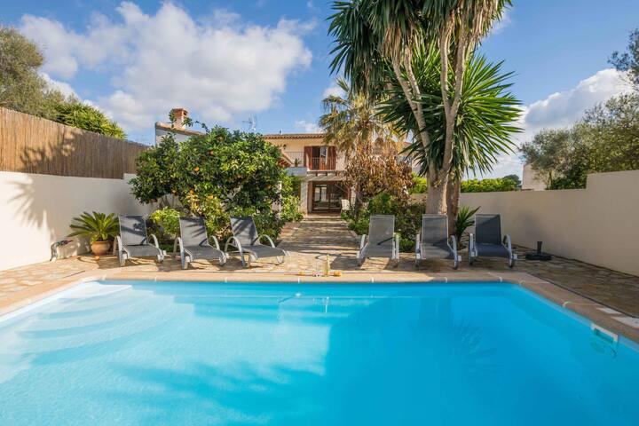 Arianie - Dorfhaus mit Pool