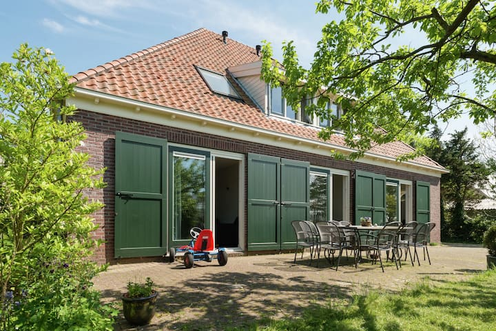 Spacious Holiday Home in Zuidoostbeemster with Terrace