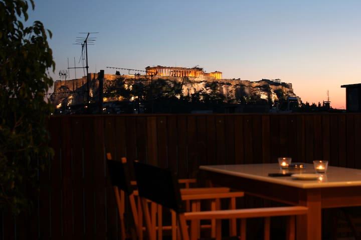 Central flat, unique Acropolis view