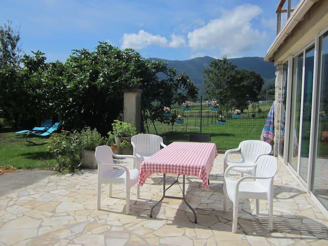 Gîte d' Ossau au pied des Pyrénées. - Bescat - Dům
