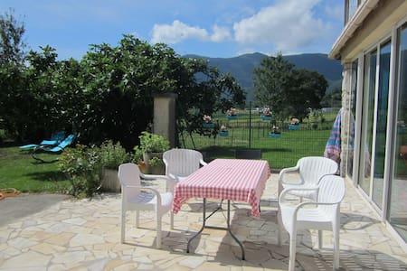 Gîte d' Ossau au pied des Pyrénées. - Bescat - House