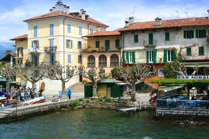 This holiday home is mere 10 metres from the shores of Lake Maggiore