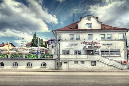 Doppelzimmer pro Zimmer 52.-€ - Rechberghausen - Dům