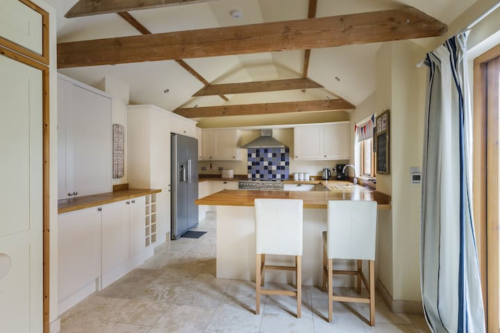 Valentine Cottage.Lovely Country Barn. Nr Lincoln