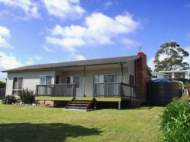 Binalong Beach House - Binalong Bay - Talo