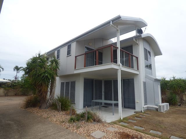 'Simplicity' Beach Side Town House 1 - Woodgate - Rivitalo