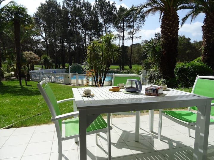 Agréable appartement vue sur piscine et golf