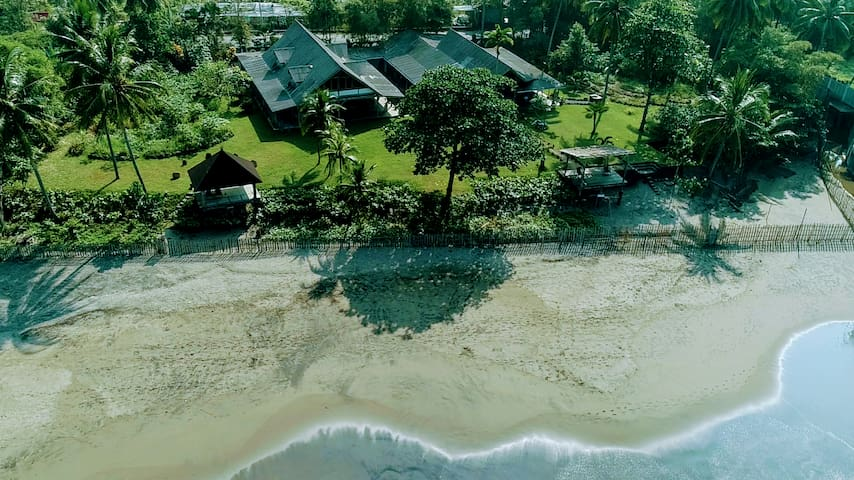Sealevel Beach Villa: 4 Bedroom
