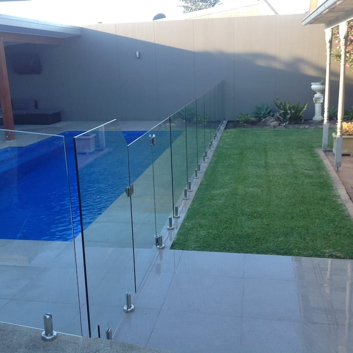 Great house with pool - 5kms from Pit Lane