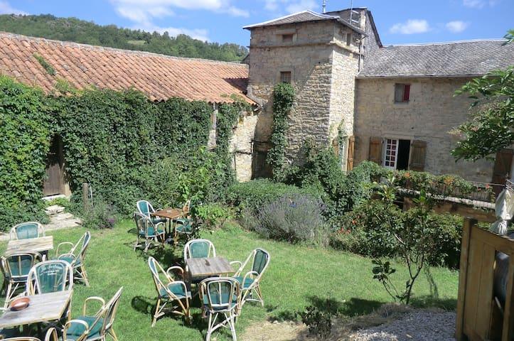 domaine d'alcapiès  chambre romantique - Saint-Jean-d'Alcapiès - Bed & Breakfast