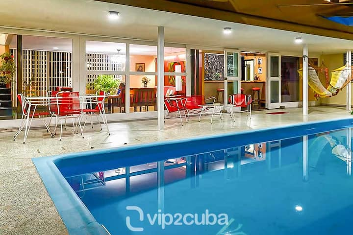 4BR Modern/50s style Villa with pool in Miramar