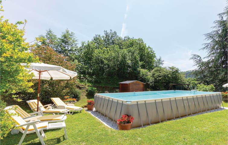 Holiday cottage with 3 bedrooms on 120m² in Valpromaro Camaiore LU