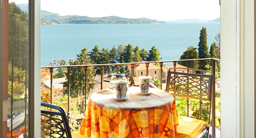 Apartment in Villa with Lake View - Verbania - Leilighet