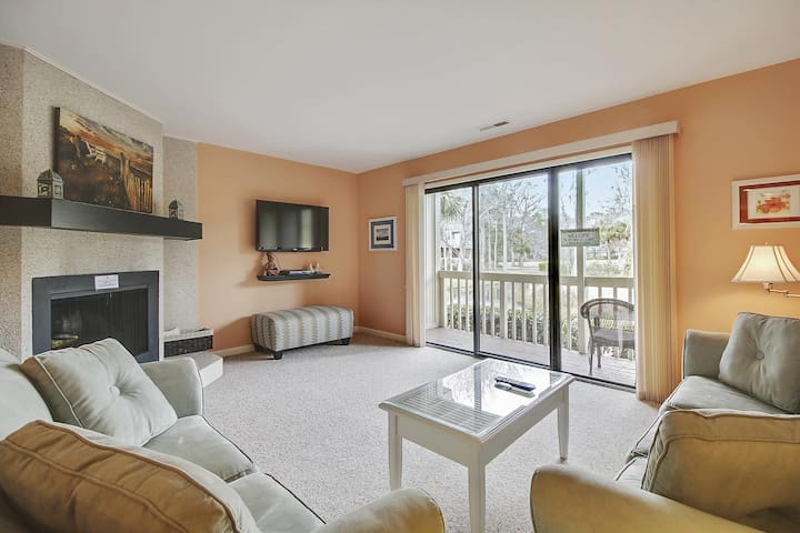 2 Bedroom/ 2.5 bath located in Golfmaster is part of the Shipyard Plantation!