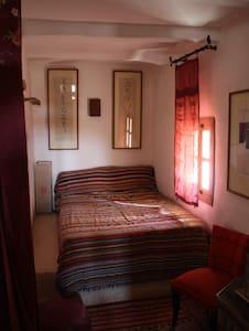 "chambre ""rouge"" riad el koudia - El Koudia - Bed & Breakfast"