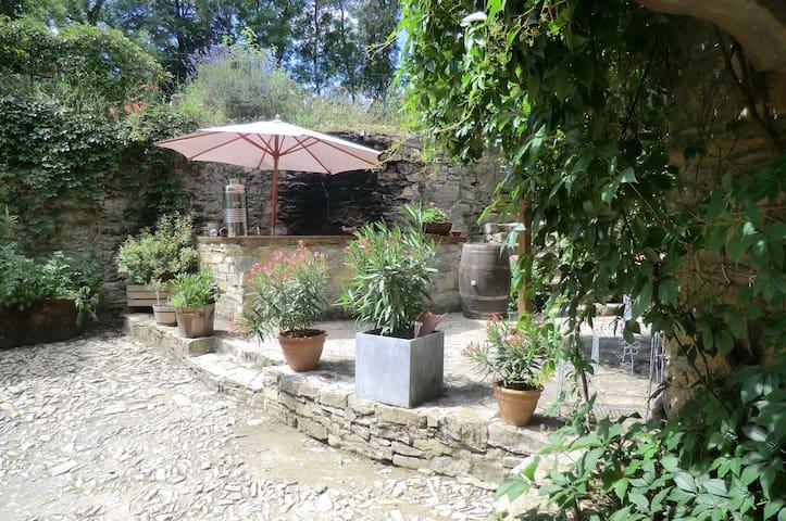 Domaine d'alcapiès ferme fortifié chambre divine - Saint-Jean-d'Alcapiès - Bed & Breakfast