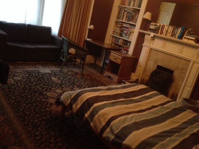 Lovely front double bedroom with sofa near Meadows