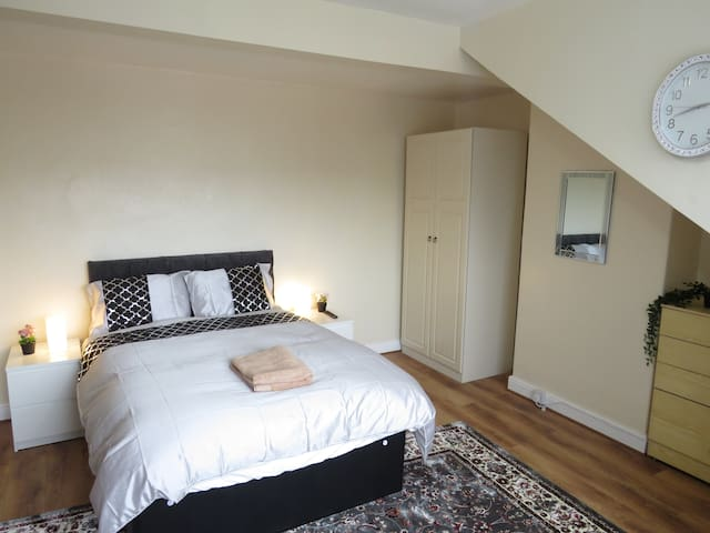 Beautiful Double Room with parking and garden