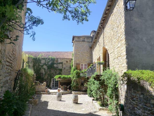 domaine d'alcapiès chambre sublime - Saint-Jean-d'Alcapiès - Aamiaismajoitus