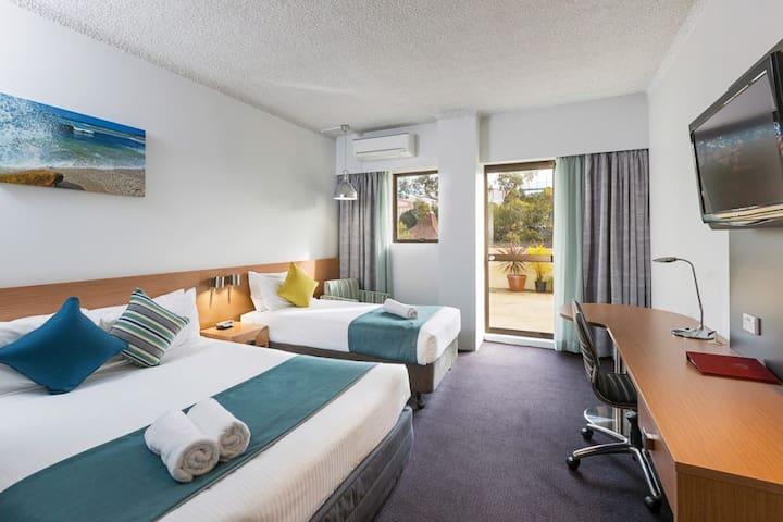 Metro Hotel Miranda - Balcony Room