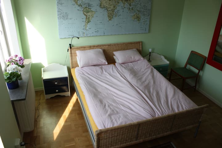 One large room close to subway