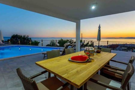 Luxury Apartment with sea view and private pool