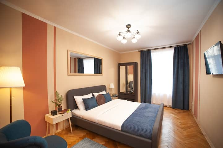 Modern Apartment, 3min to Rynok Square