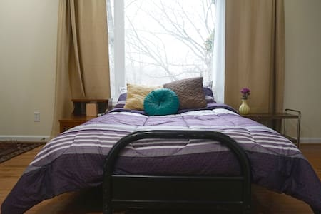 Whether you're a musician, or you just crave privacy, you'll love this suite! 2 miles north of downtown Cville, walk to bus stop.  Free parking, private entry.  Private bath with shower.  Access to shared screened porch.  Great alternative to hotels!