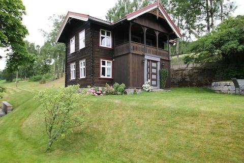 Bo moderne i 1900-tallsstil i nærhet til Rjukan