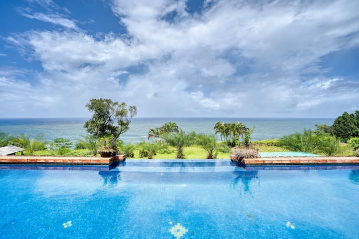 Oceanfront home w/ private pool, huge lanai, gorgeous views & resident sheep!