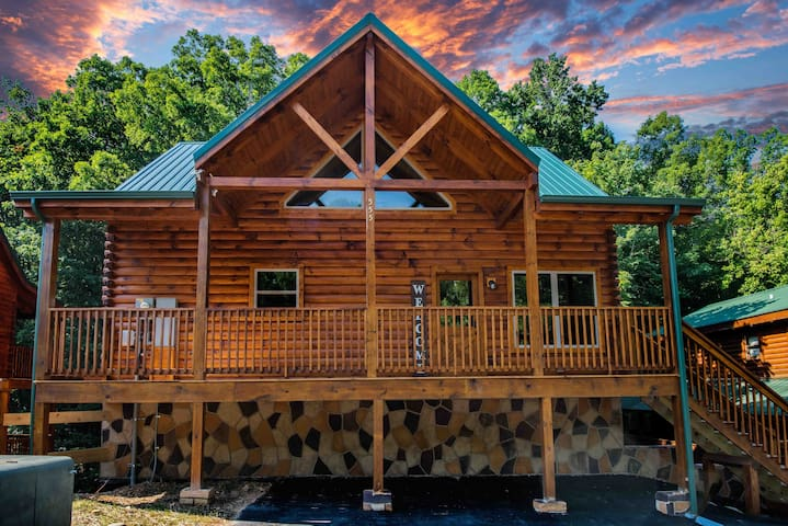 JUST BUILT! 4Bds/4Bth Large Family Cabin