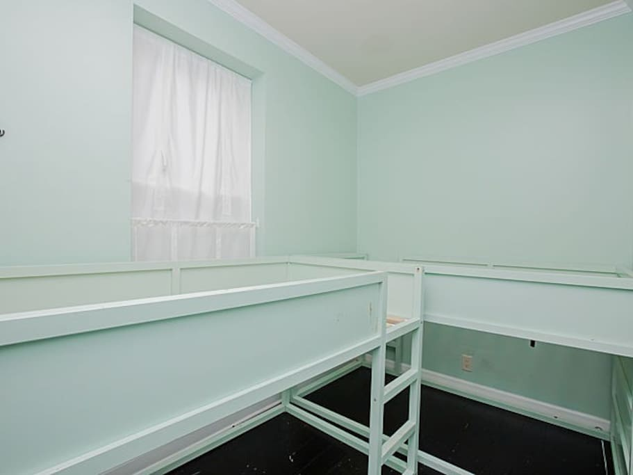 Two bunk beds in 2nd BR - cramped quarters for adults - fair warning!
